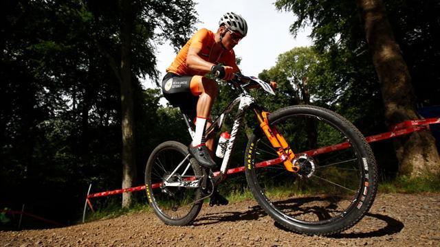 Goud! Van der Poel prolongeert Europese titel veldrijden...