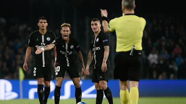 Y avait-il hors-jeu pour Naples et penalty pour Paris ? Éclairage arbitral