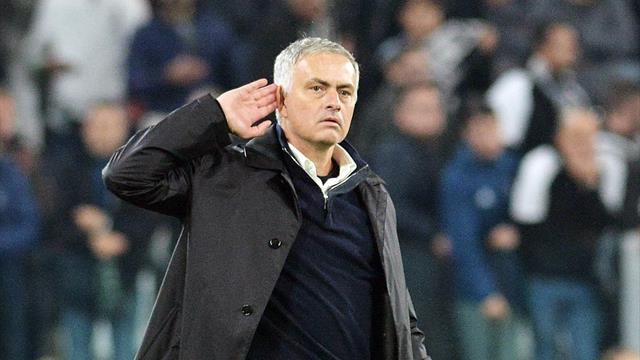 Mourinho aims dig at Scholes and Neville