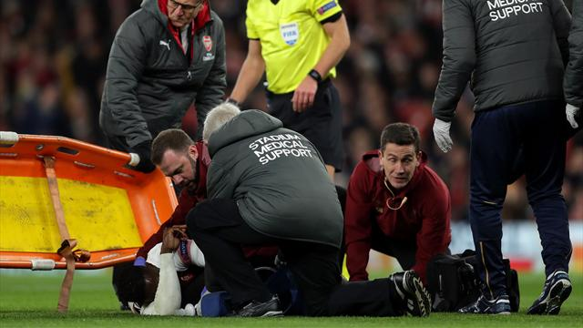 Welbeck given oxygen, stretchered off with concerning injury
