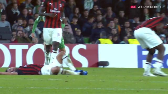 Otäcka bilder när Milan-spelarna kolliderar våldsamt