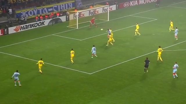 Классический гол Жиру в ворота БАТЭ – благодаря ему «Челси» вышел в плей-офф Лиги Европы