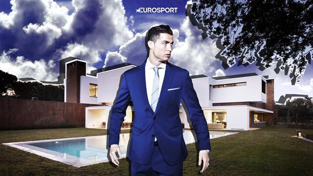 8 спален, комната трофеев и личное футбольное поле. Дома Роналду в Манчестере, Мадриде и Турине