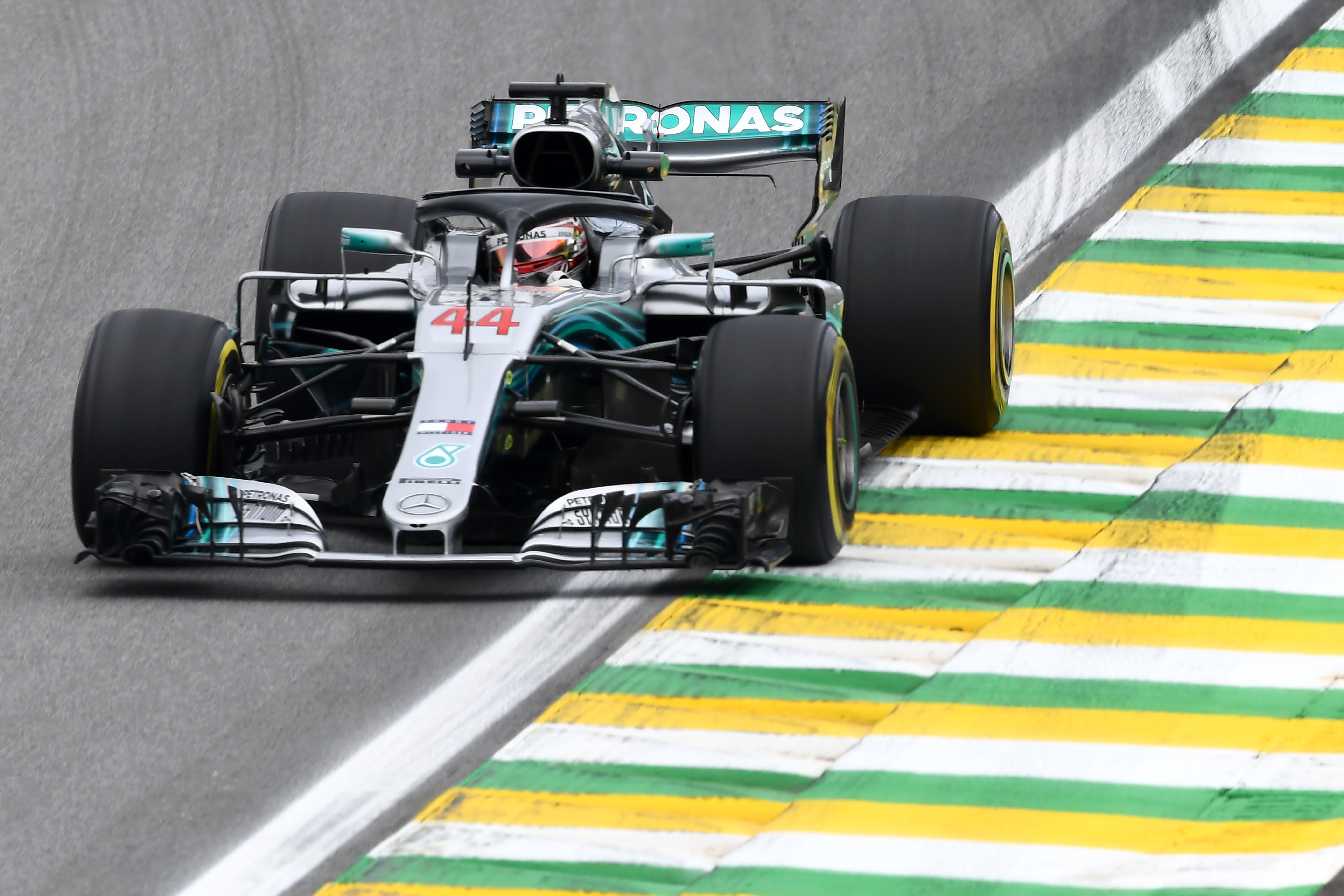 Hamilton gagne et offre le titre constructeurs à Mercedes — GP du Brésil