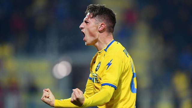 La magia di Pinamonti dopo il gol di Benassi: Frosinone-Fiorentina 1-1