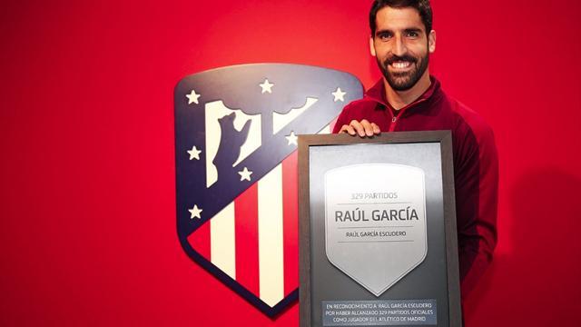 El homenaje a Raúl García y su placa en el Wanda Metropolitano