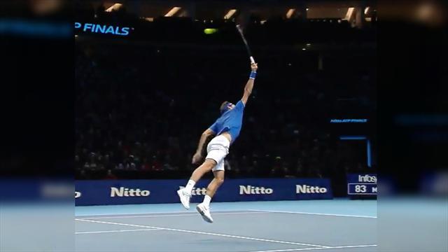 Федерер в грандиозном прыжке вытащил сложный мяч. Ему 37 или 17?