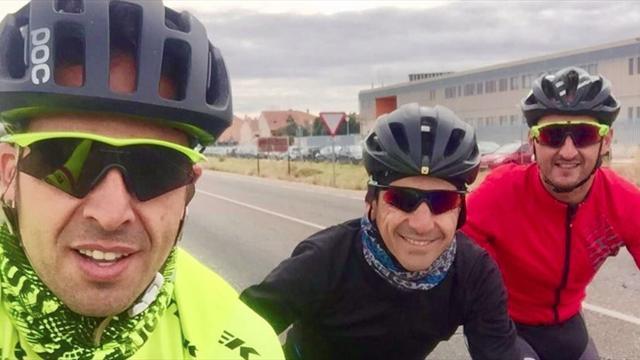El 'tirón de orejas' de la DGT a Jesús Hernández por un selfie ciclista fomenta un debate necesario