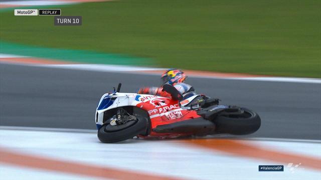 Libres 1 : Miller chute et reste coincé sous sa moto