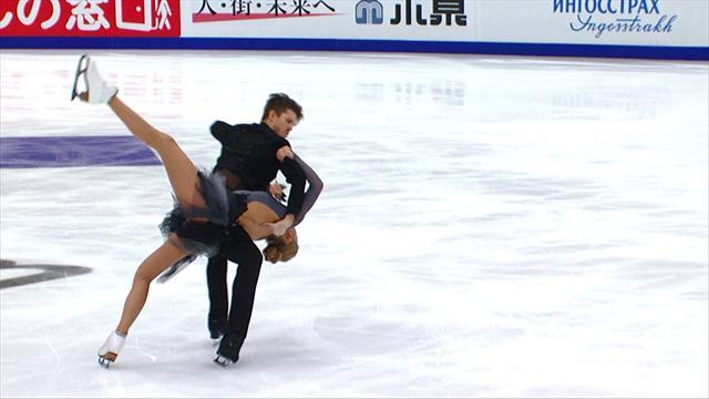 Stepanova/Bukin pakken leiding bij het ijsdansen