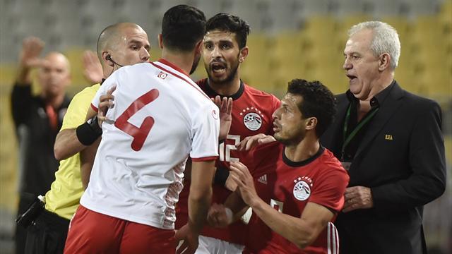 Quand l'arbitre d'Egypte - Tunisie demande à un joueur s'il veut arbitrer