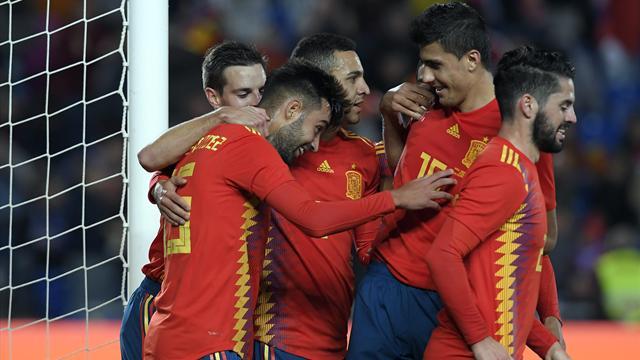 Debutant Mendez's late winner enough for Spain