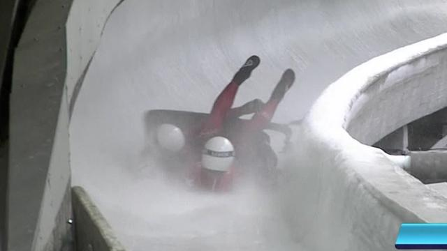 Het Italiaanse rodelteam crasht tijdens de wereldkampioenschappen in Innsbruck