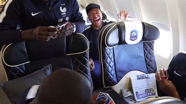 """Kanté triche au UNO, gros chambrage, """"merci bébé""""... Le nouveau zapping des Bleus"""