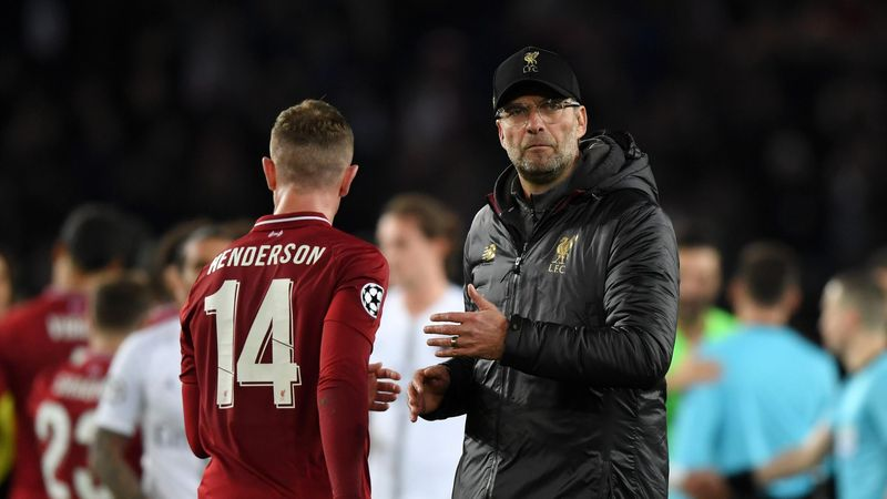 Jurgen Klopp, Manager of Liverpool shakes hands with Jordan Henderson of Liverpool after the UEFA Champions League Group C match between Paris Saint-Germain and Liverpool at Parc des Princes on November 28, 2018 in Paris, France.