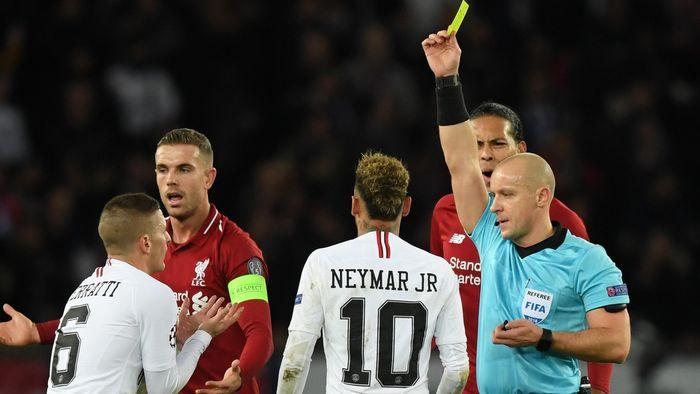 Marco Verratti prend un carton jaune lors de PSG-Liverpool