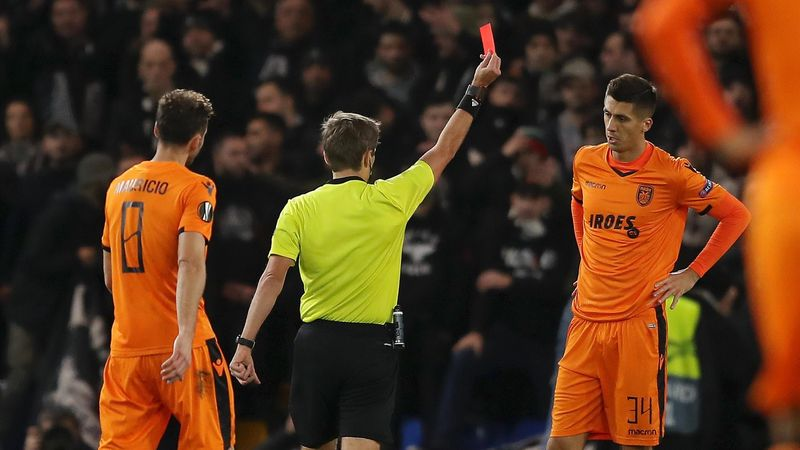 Yevhen Khacheridi of PAOK FC is shown a red card by referee Kristo Tohver during the UEFA Europa League Group L match between Chelsea and PAOK at Stamford Bridge on November 29, 2018 in London, United Kingdom.