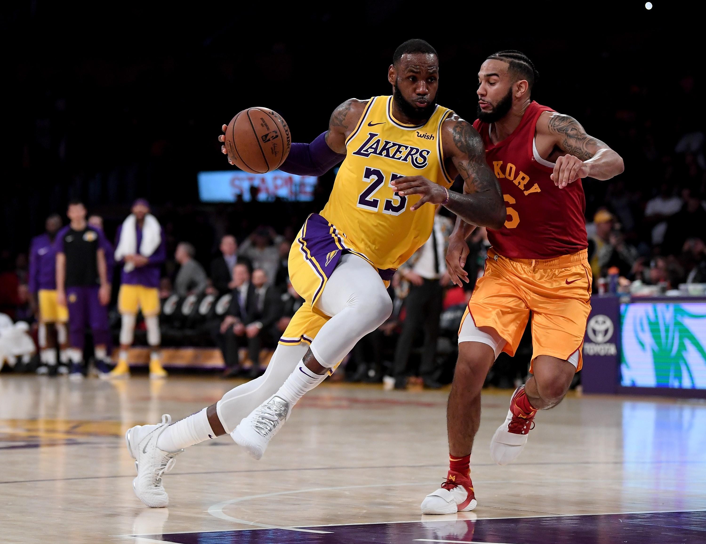 LeBron James (Los Angeles Lakers) et Cory Joseph (Indiana) en NBA le 29 novembre 2018