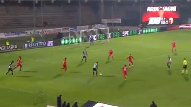 Футболист из Серии В шикарно закрутил в девятку и показал, что очень хочет в лигу к Роналду и Дибале