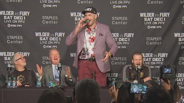 Фьюри шикарно спел «American Pie» после драки с Уайлдером