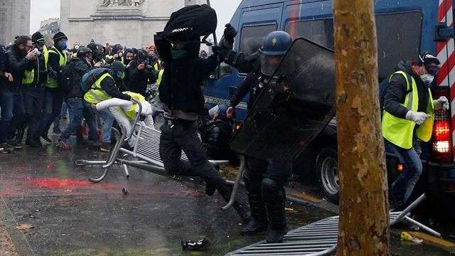 63 arrested in clashes with police in Paris