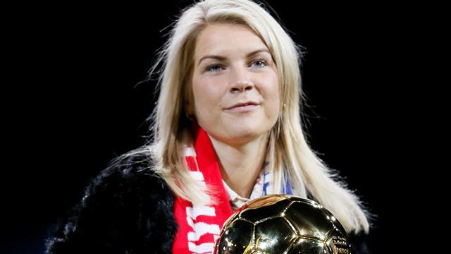 Hegerberg hyllet av egne fans etter å ha vunnet Gullballen