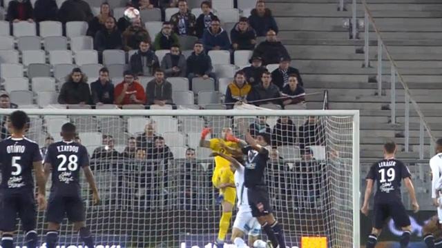 Вратарь «Сент-Этьена» пошел на перехват и с разгона протаранил коленом голову Суботича