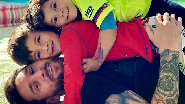 Милейшее фото счастливого Месси с сыновьями, которое побудит тебя как минимум посадить дерево