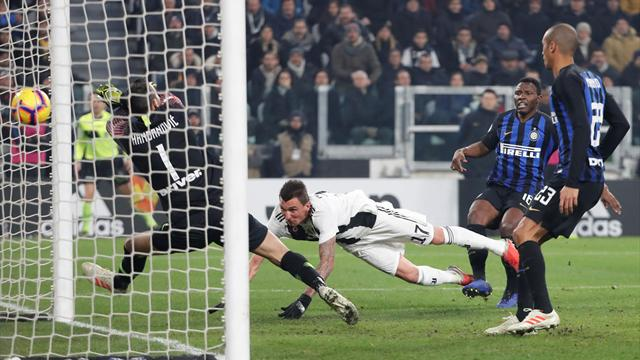 Juve remain unbeaten as Mandzukic heads derby winner