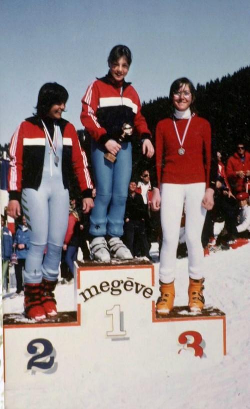 """Megève, 1980 : Régine Cavagnoud, 9 ans, remporte la """"Course du sucre"""". Elle est ici sur la 1re marche du podium."""