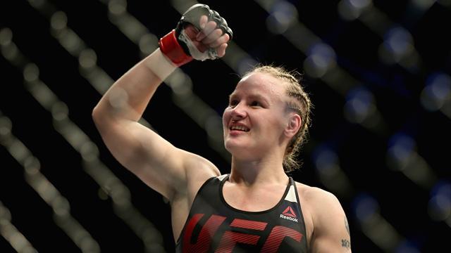 Шевченко завоевала титул UFC в наилегчайшем весе и отметила победу зажигательным танцем