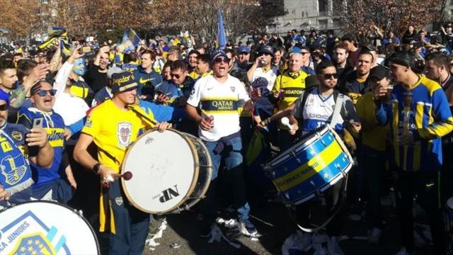 Espectacular animación de la hinchada de Boca Juniors en la fan zone xeneize