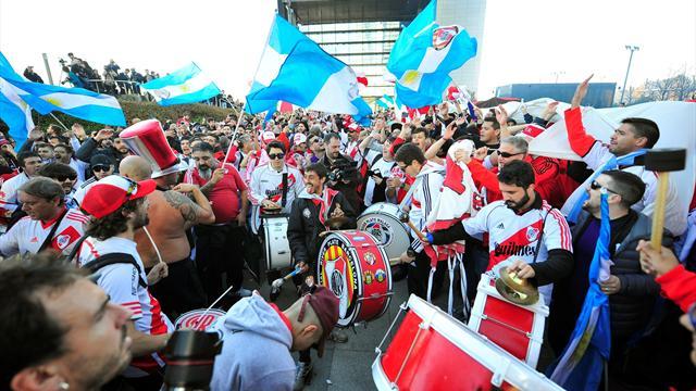 Fiestón a las puertas del hotel de concentración de River Plate
