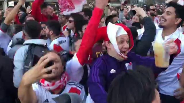 Los hinchas de River Plate lo dieron todo en la fan zone antes de salir hacia el Santiago Bernabéu