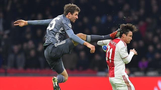 Müller squalificato per due turni per il fallo su Tagliafico: salterà le gare con il Liverpool