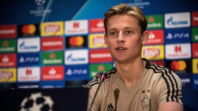"""De Jong assure qu'il n'a """"pas encore pris de décision"""" en faveur du PSG"""