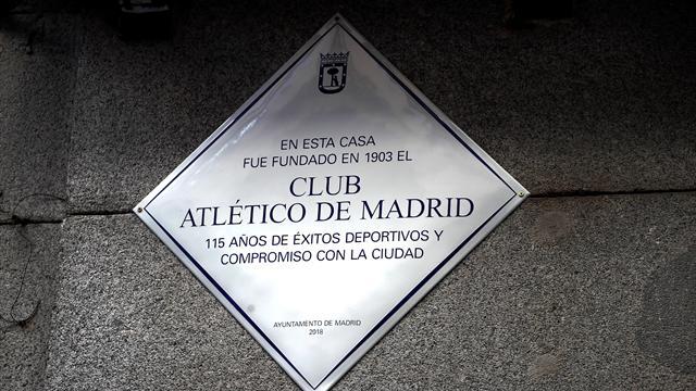La placa en homenaje al Atlético que ya luce en el edificio donde se gestó su nacimiento