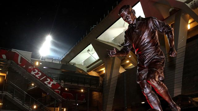Une statue de Raymond Kopa inaugurée sur le parvis du stade Auguste-Delaune