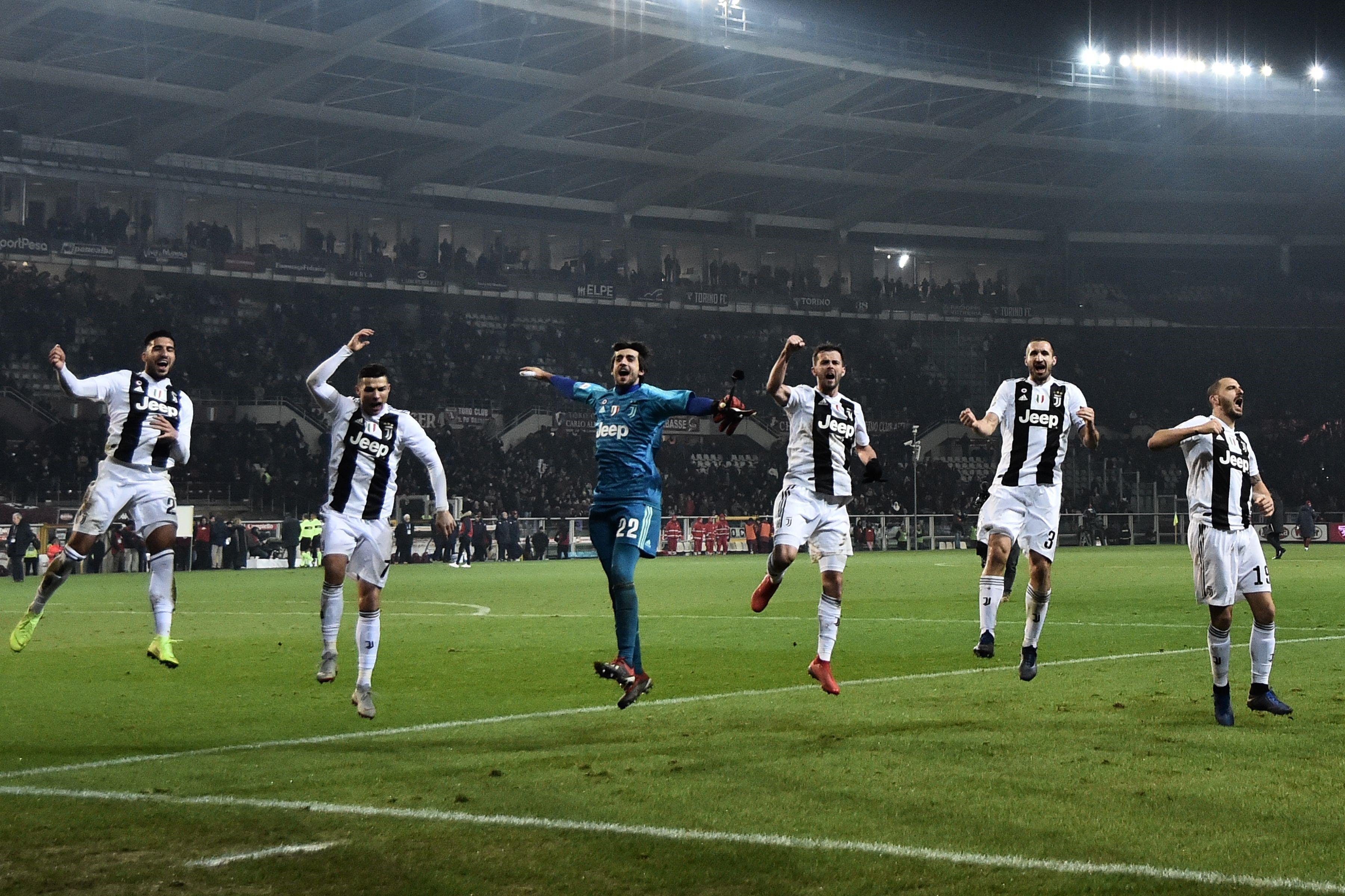 Emre Can, Cristiano Ronaldo, Mattia Perin, Miralem Pjanic, Giorgio Chiellini, Leonardo Bonucci (Juventus) en Serie A le 15 décembre 2018
