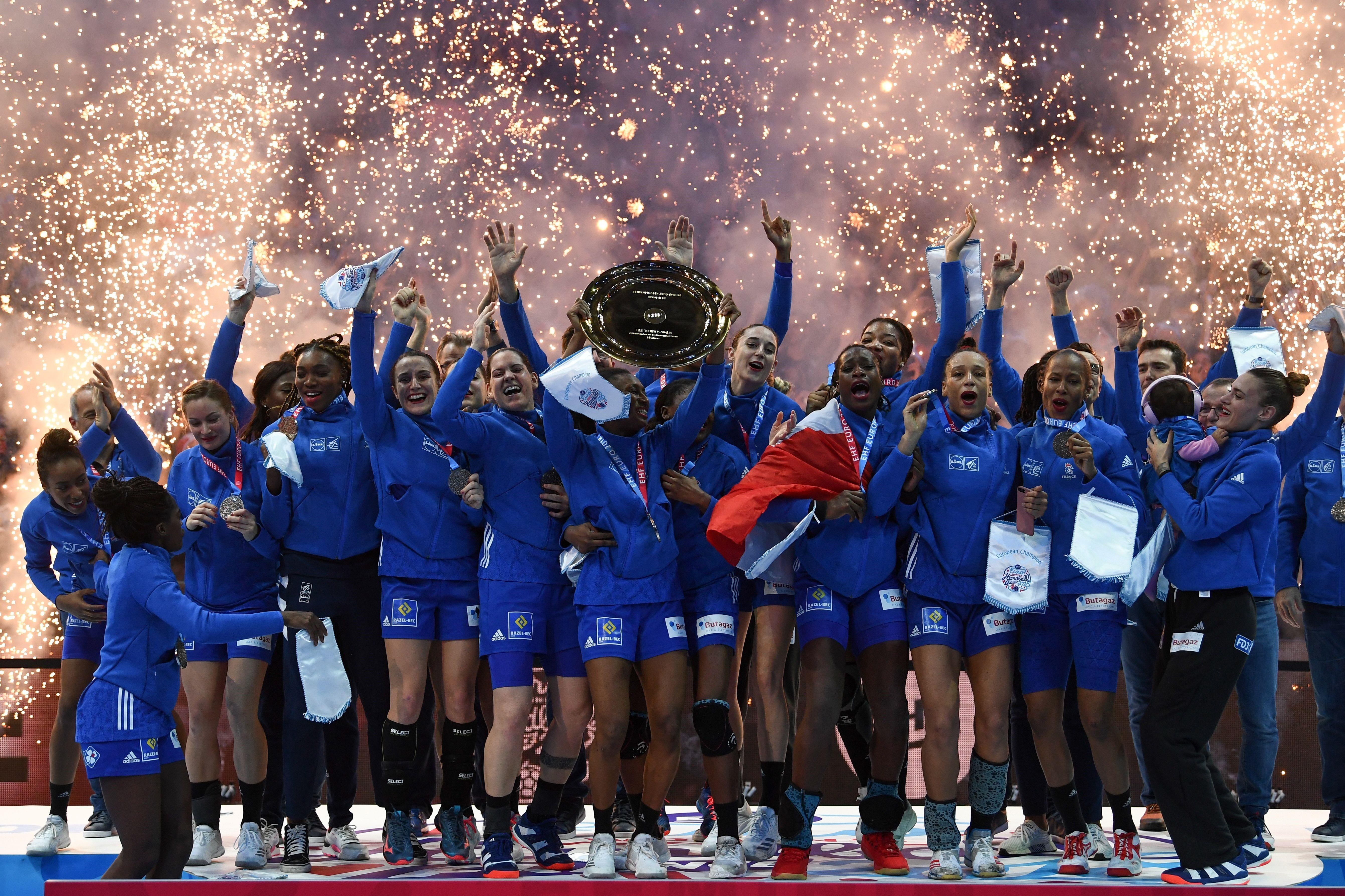 L'équipe de France de handball savoure son sacre lors de l'Euro 2018 à Bercy