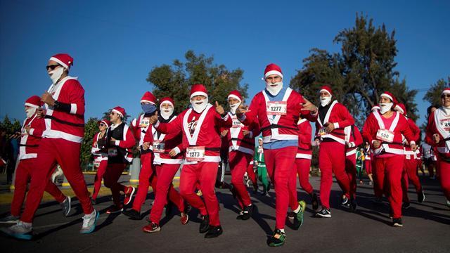 Más de 3.000 Papás Noel corren la Santas Race 2018 en apoyo a la infancia