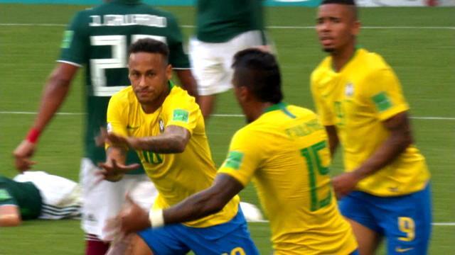 """Pelé : """"Neymar ? Je n'ai pas eu le temps de lui apprendre à marquer de la tête"""""""