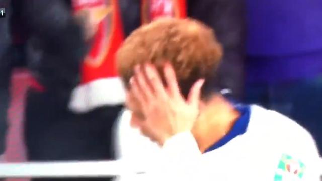 Фанаты «Арсенала» кинули в голову Алли бутылку – Деле затроллил обидчиков, показав пальцами счет