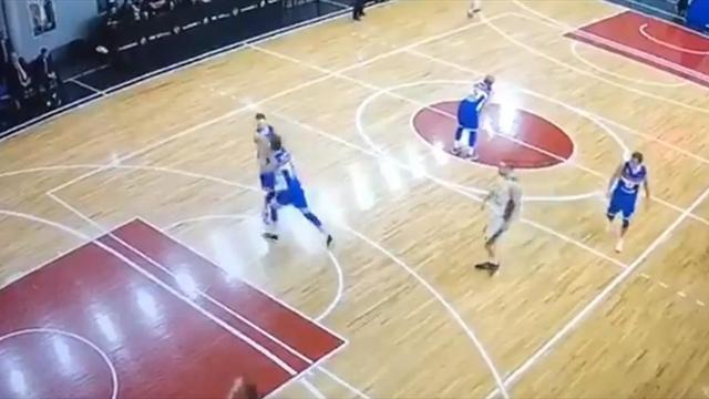 Баскетболисты «Тамбова» подрались прямо во время игры, но их растащил смелый одноклубник