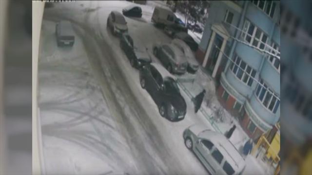 В РФ футболисты снова избили человека наулице: вэтот раз женщину