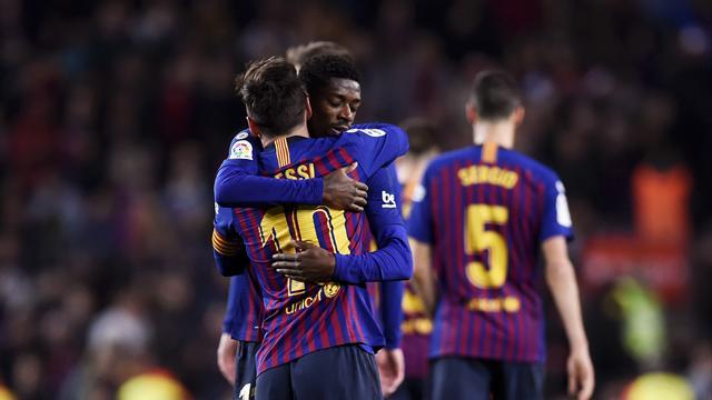 Dembélé et Messi enchaînent, le Barça reste seul en tête