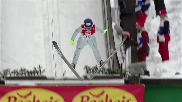 Szczepan Kupczak guida la gundersen con uno splendido salto
