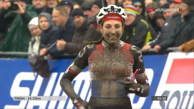 Oranje boven | Lucinda Brand wint cyclocross in Namen; Vos en Worst op podium