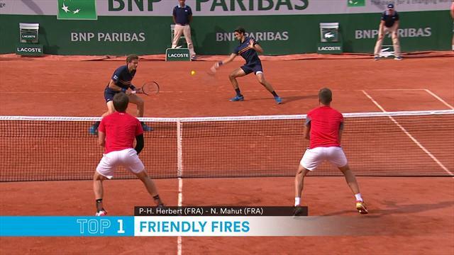Джокович зарядил Федереру по почкам. Топ-5 примеров дружественного огня в теннисе
