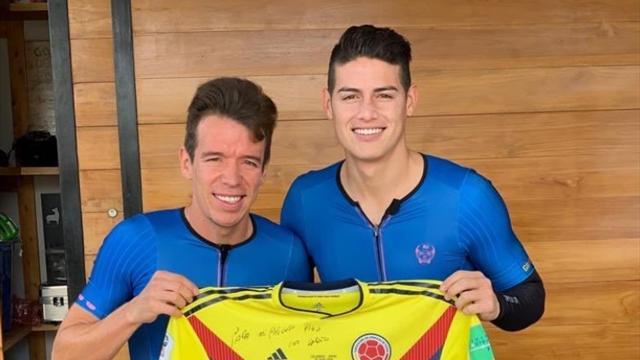 James Rodríguez cambia el balón por el ciclismo con Rigoberto Urán